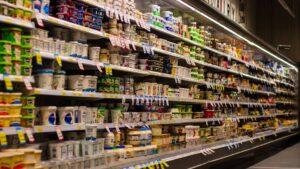 jak inwestować w spółki branży spożywczej