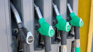 jak inwestować w spółki paliwowe