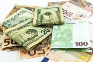 Banknoty różnych walut