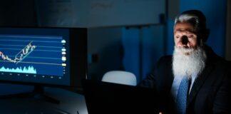 trading w biurze w godzinach nocnych